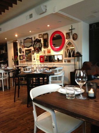 Ox and Angela: Restaurant