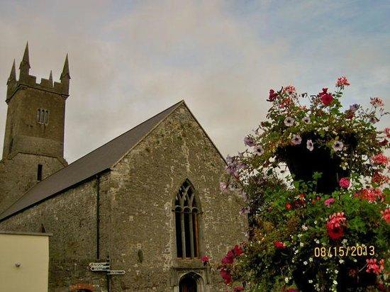 Glenomra House: Ennis town