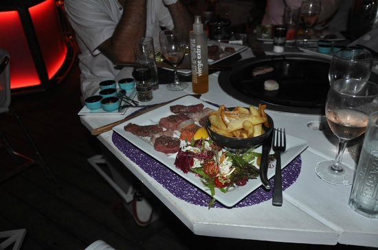 Barco Beach Restaurant: surf and turf