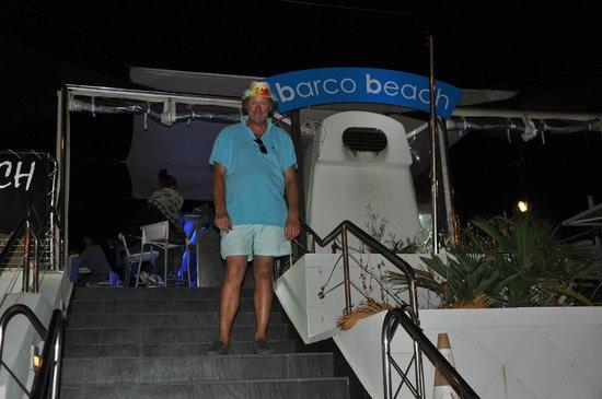 Barco Beach Restaurant: Ricardo at the entrance