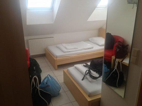 Hotel City Residence : Una bella camera mansardata in agosto con 34 gradi