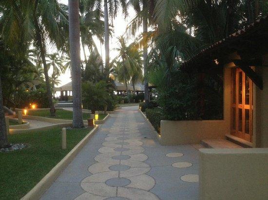 Villa del Sol Resort: View of restaurant/beach