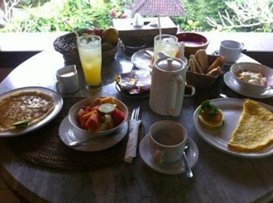 Kebun Indah : petit-déjeuner servi sur la terrasse