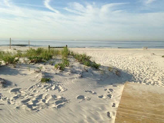 Homewood Suites by Hilton Carle Place - Garden City: The local beach!