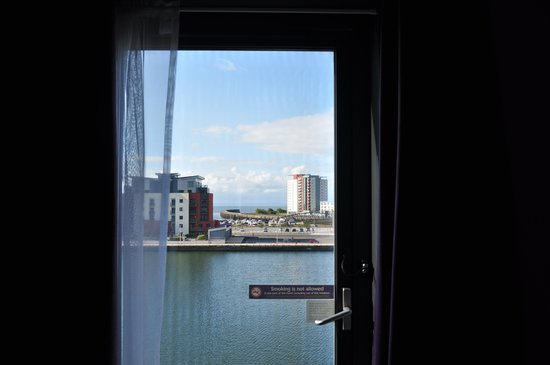 Premier Inn Swansea Waterfront Hotel: Proving the first pic wasn't a fake!