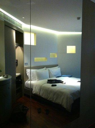 LiT BANGKOK Hotel : vue 2 de la chambre 407