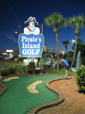 Pirate's Island Adventure Golf: sign