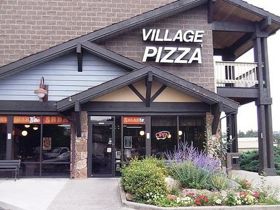 Village Pizza : Exterior