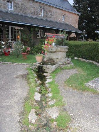 Auberge de Kerveoc'h : magnifique puits dans la cour