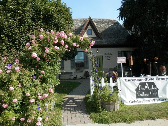 Amboy Cottage Cafe, front courtyard