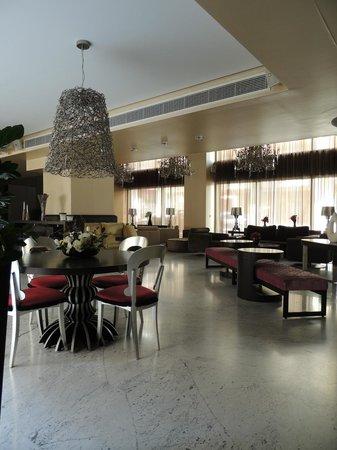 Nafs Hotel: hall