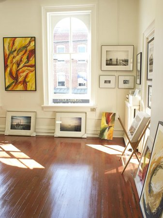 Strazza Art Gallery: Paintings and photographs at Strazza Gallery in Warwick, NY