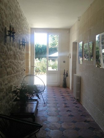 Domaine l'Amourette : Entryway. iPhone.