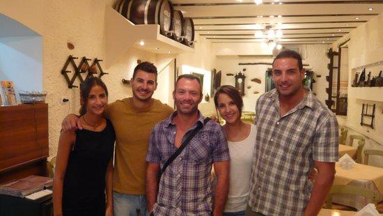 Taverna Vassilis : un intruso tra lo staff