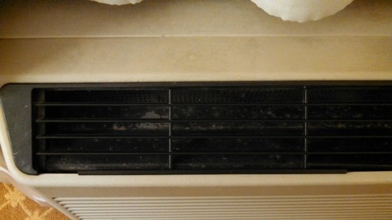 Country Inn & Suites By Carlson, Romeoville : Dirty AC