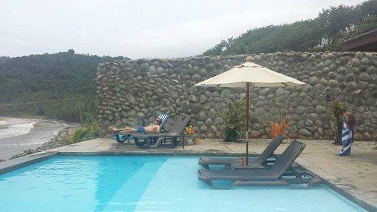 Pagua Bay House Oceanfront Cabanas: détente assurée près de la piscine