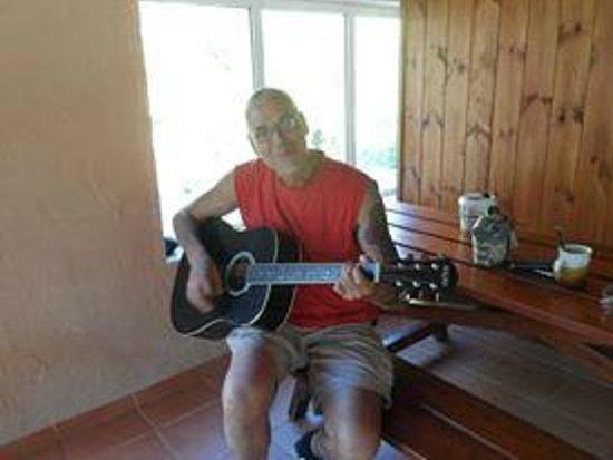 Youth Hostel Plakias: Immer wieder gerne: Oftmals sind Musiker hier und verzaubern die Nacht