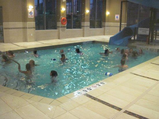هوليداي إن اكسبرس هوتل آند سويتس: small pool and slide