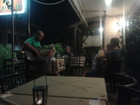 Lava Tavern: live music - greek and english repertoire