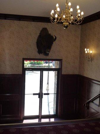 Athabasca Hotel: lobby