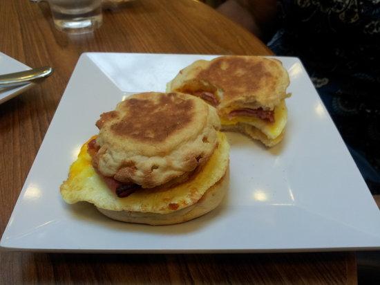 Hyatt Place New Orleans/Convention Center : Free Breakfast sandwiches