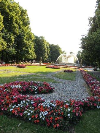 Saxon Gardens: manicured lawn & flower beds