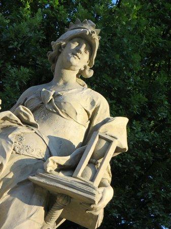 Saxon Gardens: serene statue