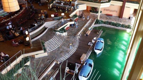 JW Marriott Desert Springs Resort & Spa: View of atrium lobby from our floor