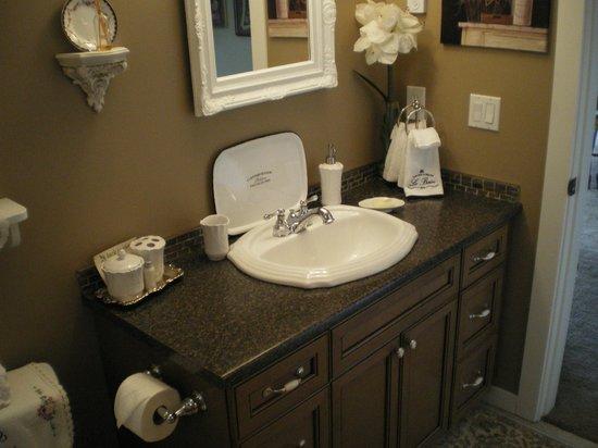 Turtle Mountain Inn: bathroom