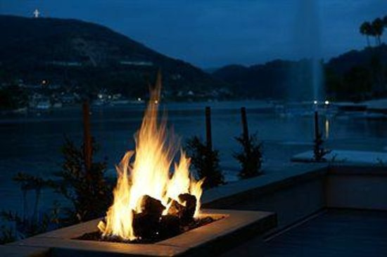Lakehouse Hotel & Resort: Private fire pit in our cottage suites