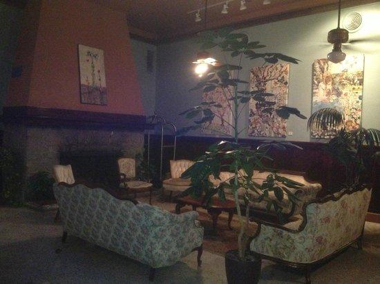 Edgewater Hotel: Inviting Lobby