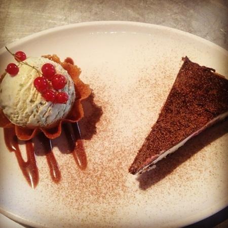 Punchbowl Inn: Black Forest cheesecake