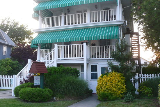 Inn The Gardens B&B: New Awnings 2013!