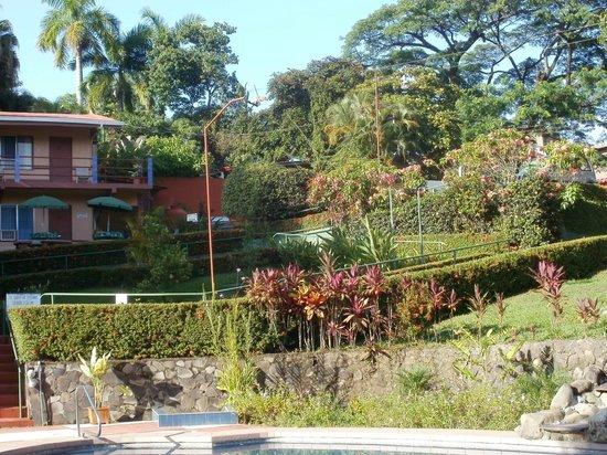 Hotel Divisamar: Patio y alberca del hotel