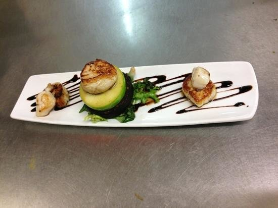 The Coffee Bean: Pan-seared scallops with black pudding and apple