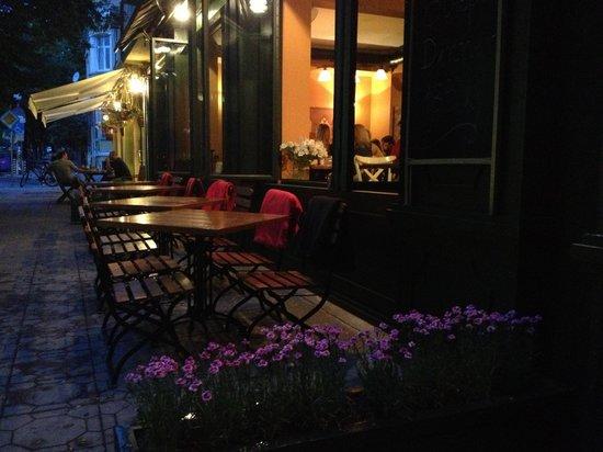 Pavillion: Outside tables