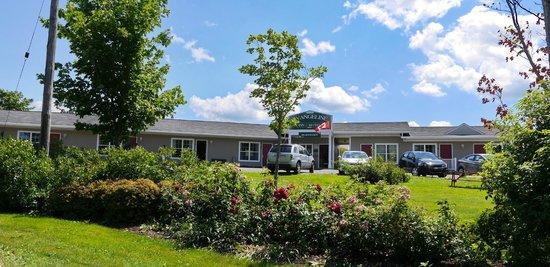 Evangeline Inn & Motel Inc. : Front of the motel