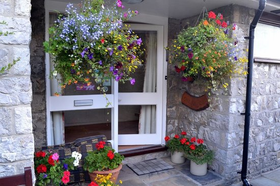 Chy an Dour: Attractive front porch