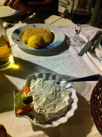 Minoa Restaurant: tzatzichi e formaggio fritto