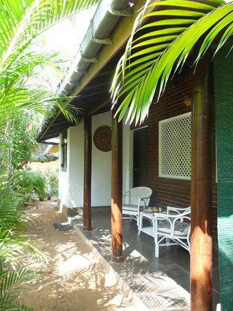 Cottage Garden Bungalows: De veranda