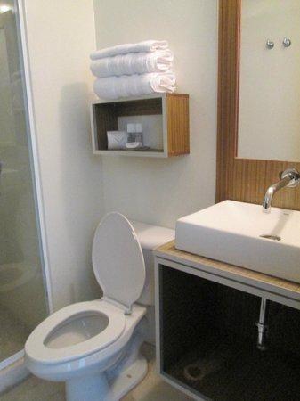 Posada Libert Hotel: todo limpiecito en el baño
