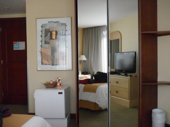 Howard Johnson Hotel - Quito La Carolina: Quarto