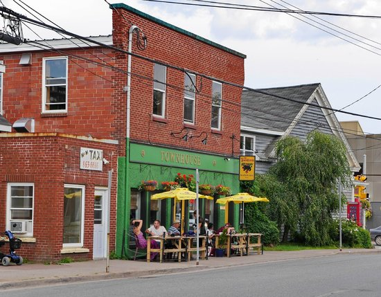Coastal Inn Antigonish: In Antigonish, the Townhouse restaurant
