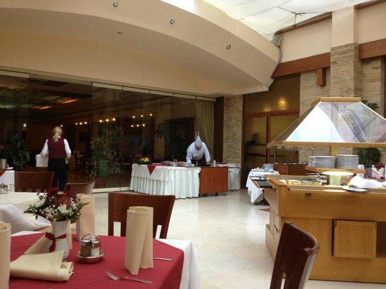 Opera Plaza Hotel: Prêt pour une bonne crêpe!