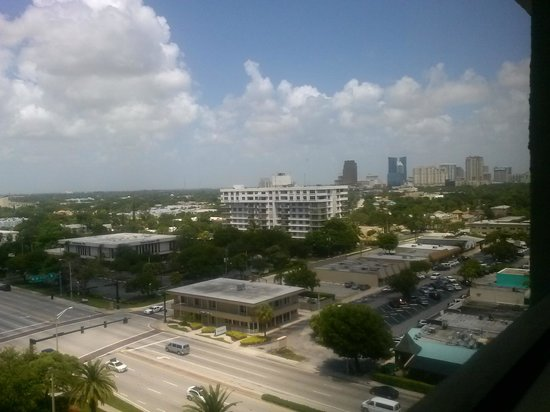Embassy Suites by Hilton Fort Lauderdale 17th Street: looking towards the beach
