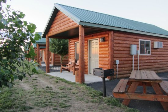 Frontier Cabins Motel: Our little cabin home