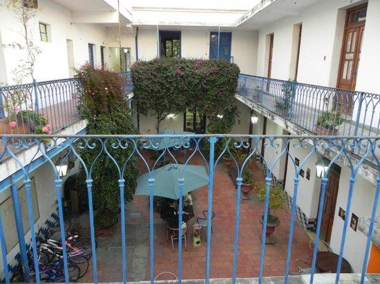 Hostel Colonial : Vista al patio interno desde las habitaciones del piso superior