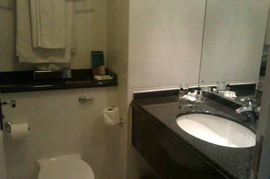 Jurys Inn Middlesbrough: The bathroom