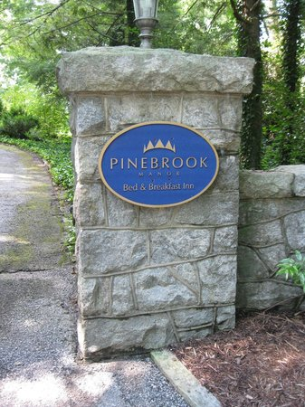 Pinebrook Manor B&B Inn: Entry