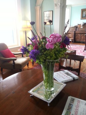 Boscawen Inn: Fresh flowers in our lounges